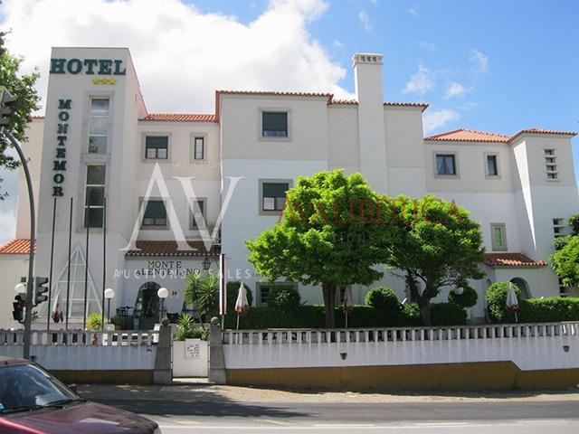 Fotografia de capa da venda José Joaquim Barros, Maria do Céu Barrios Cerpa de Barros e Larmonte - Hotelaria e Comércio, Lda..